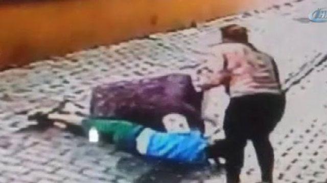 Küçük çocuk tabletten oyun sildi diye öldüresiye dövdü